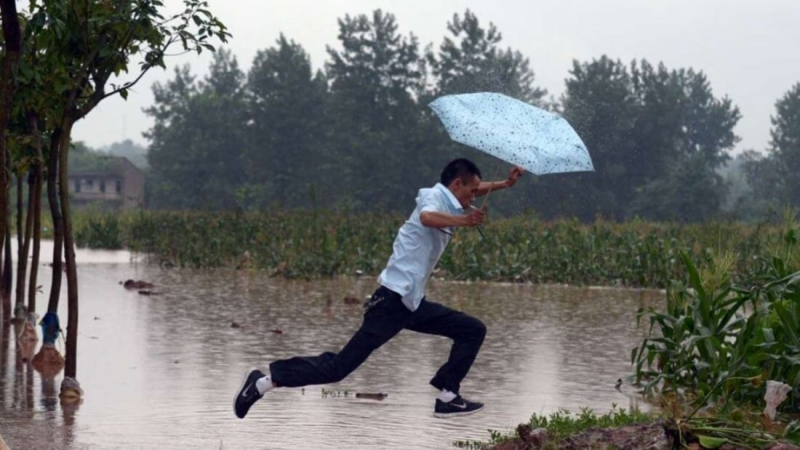 Хешрейт сети Биткоина просел из-за непогоды в Китае. Что там происходит?