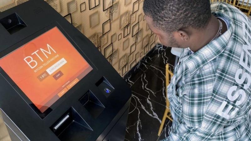 Сенатор пожаловался на Биткоин, который сделал нигерийскую валюту «практически бесполезной»